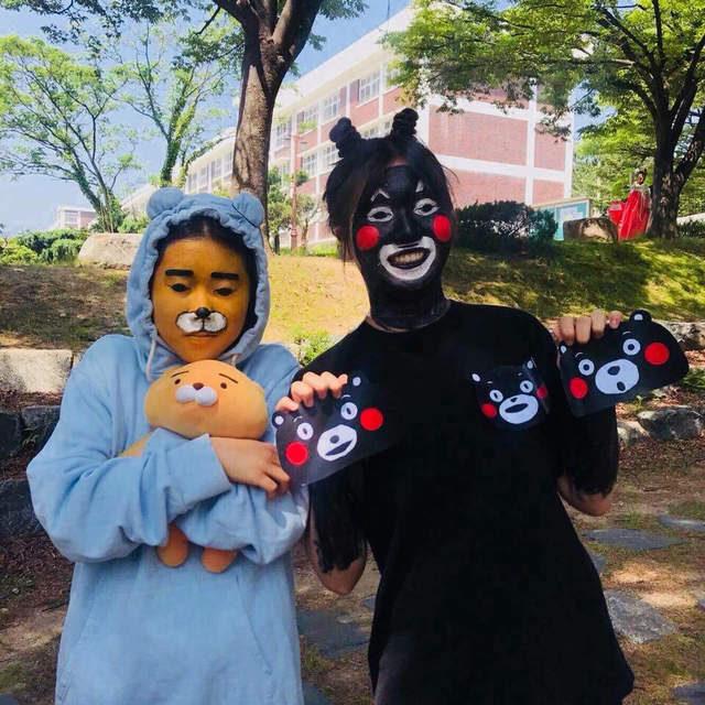 女子版韓國高中生惡搞畢業照!佛祖「超高還原度釋迦頭」太猛