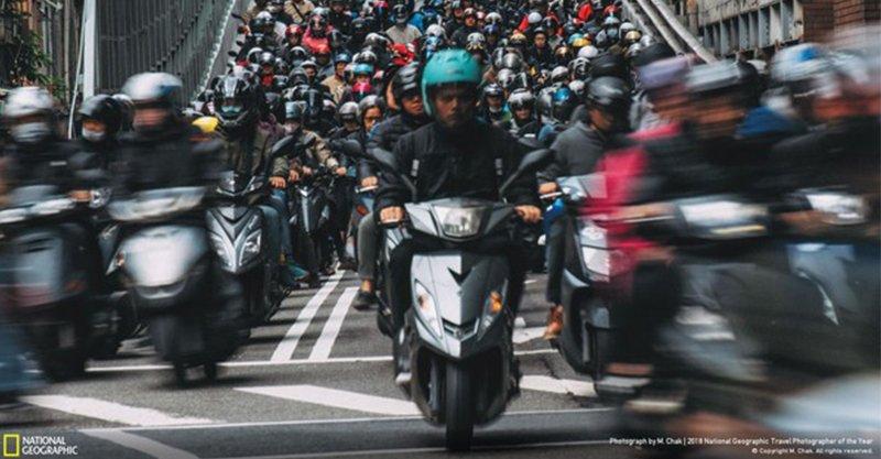 外國人都讚嘆!「台北橋機車瀑布」太壯觀 榮登國家地理攝影賽精選